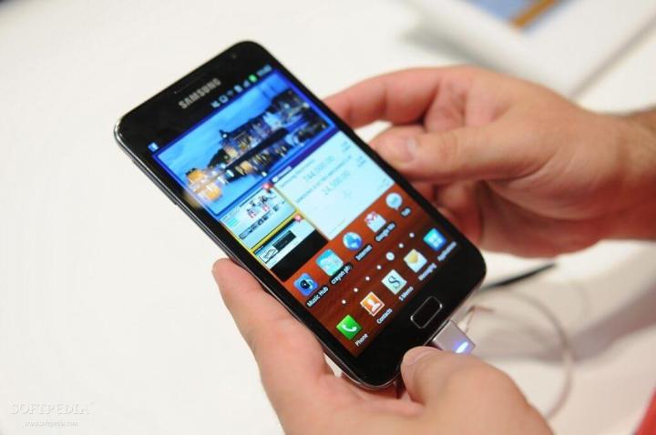 Samsung Galaxy Note GT I9220 Passes Through the FCC 2 720x478 - 9 anos de Android: como as telas mudaram o smartphone para sempre