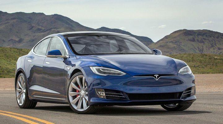 1024px Tesla Model S blue 720x401 - 2018 pode ser ano da virada para carros elétricos