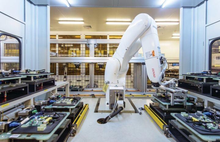 mj16 chinarobots 1 720x463 - Google quer investir US$ 1 bi em educação nos próximos cinco anos