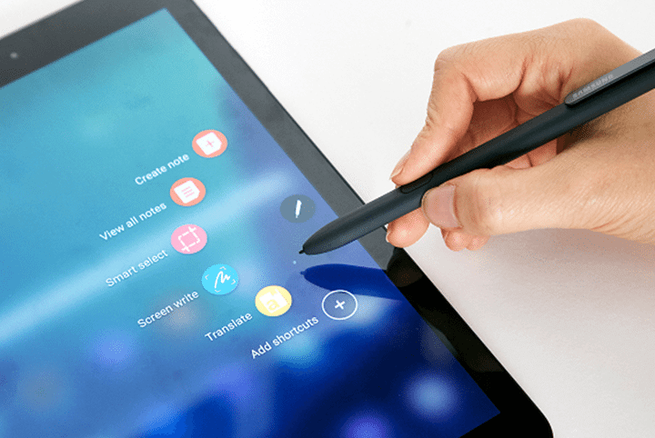 showmetech o que fazer caneta s pen samsung galaxy note 8 escrevendo sobre a imagem galaxy tab s3 720x482 - Galaxy Note 8: o que dá pra se fazer com a nova S Pen?