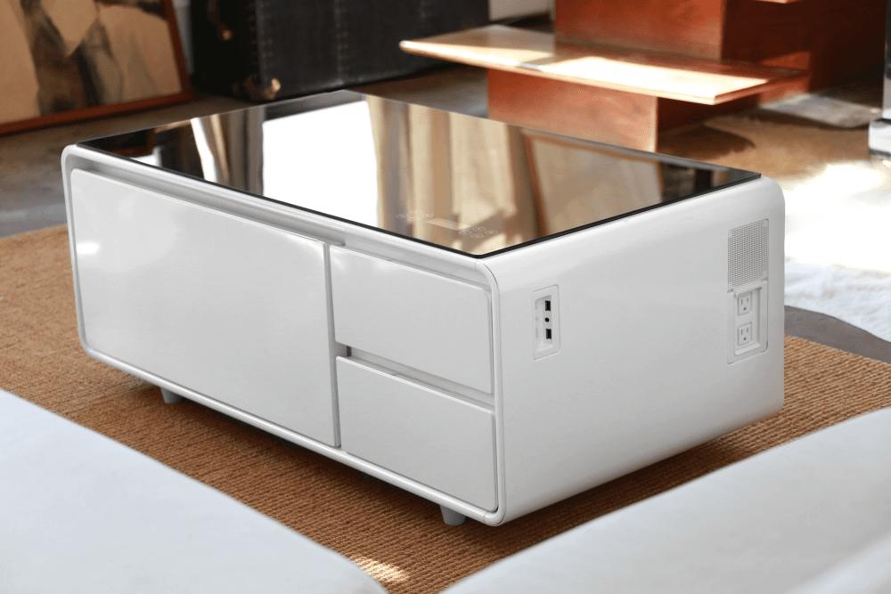 sobro01 - Conheça uma mesa de centro com USB, player de música, frigobar e tomadas