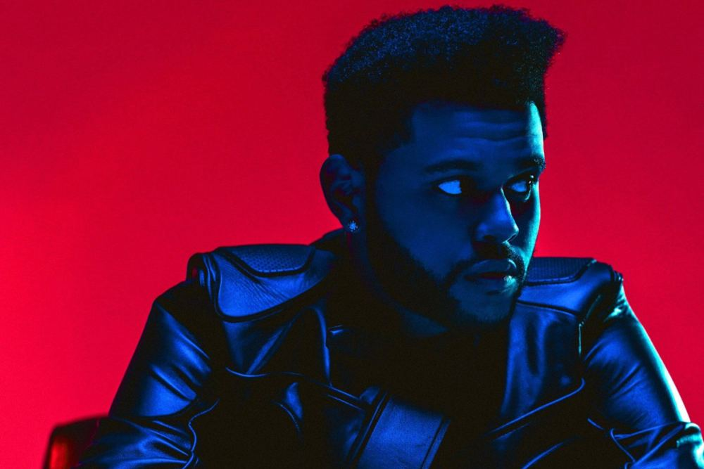 "The Weeknd é cantor de R&B e famoso pelos hits ""Can't feel my face"" e ""Starboy"""