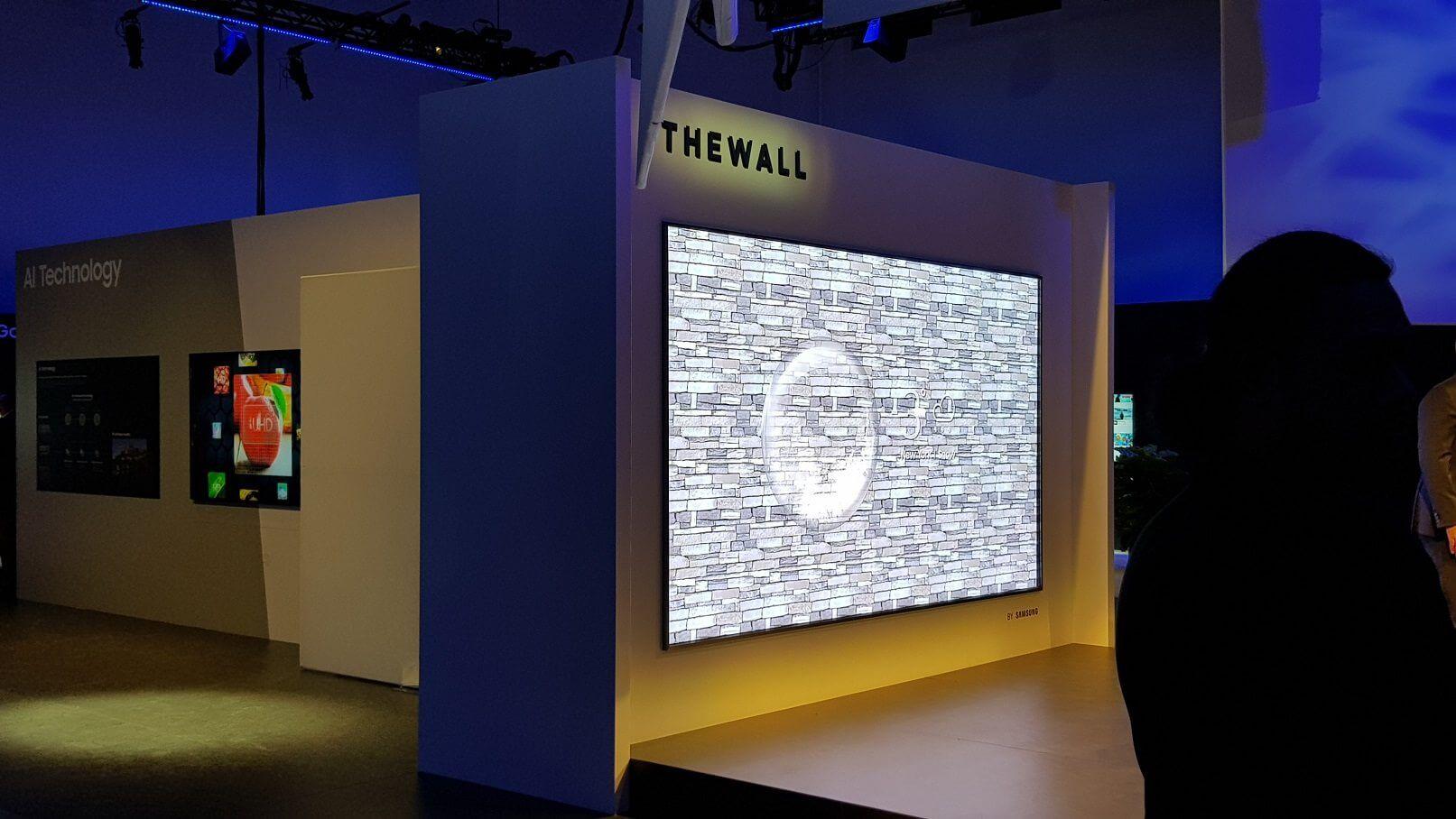 Esta TV MicroLED da Samsung tem 146 polegadas