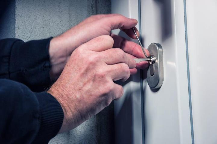 segurança chave roubo arrombar porta casa