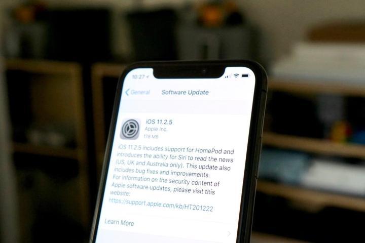 ios 11 2 5 update 100747511 orig 1 720x480 - Mais uma falha do iOS 11 permite travar iPhones com um simples caractere