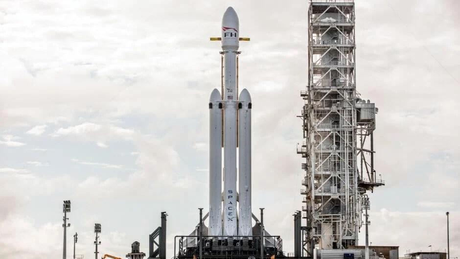 spacex falcon heavy launch rocket debut elon musk sls moon mars - É HOJE: SpaceX lançará um carro esportivo Tesla ao espaço