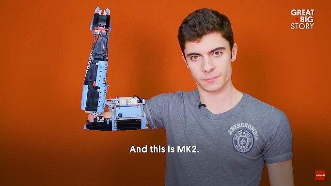 Jovem usa LEGO para construir braço protético 11