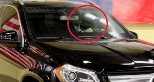 Tirotean un coche blindado con una ametralladora