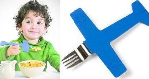 Avión tenedor para dar de comer a los hijos