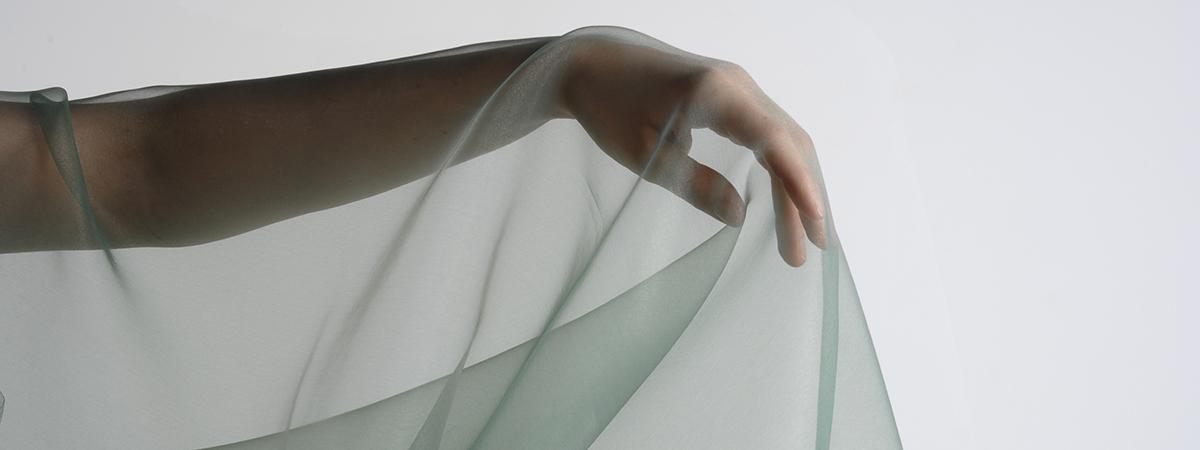 Organza  tissu transparent extrmement fin pour spectacles et vnements