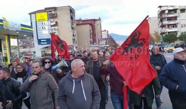 """""""Poshtë Edi Rama""""/ Shpërthejnë protestat edhe në këto qytete, banorët bllokojnë rrugën hyrëse. -"""