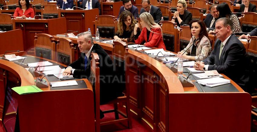 Zyrtarizohen krerët e rinjt të grupeve parlamentare të PD dhe LSI, ja kush zëvendëson Spahon dhe Vasilin