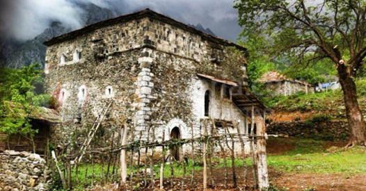 Shqiptari pa në ëndërr Kullën ku u lind la jetën luksoze në Amerikë iu kthye profesionit baritu në Malësi