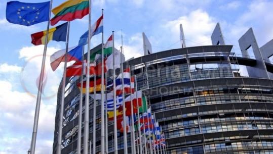 Shtyhet për në tetor çelja e negociatave për Shqipërinë dhe Maqedoninë e Veriut, Hahn: Disa vende duan më shumë kohë. –