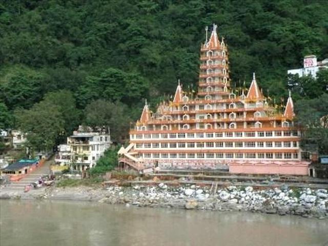 Rishikesh-Kailash Niketan Temple or Tera Manzil-1