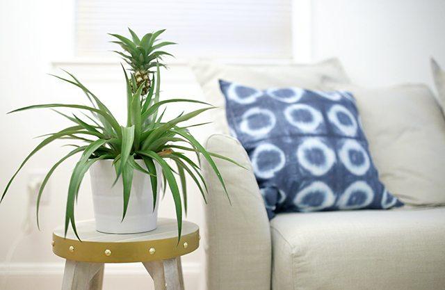 https://i0.wp.com/www.shrimpsaladcircus.com/wp-content/uploads/2016/09/DIY-Metal-Wrapped-Furniture-Close-Up.jpg?fit=640%2C417