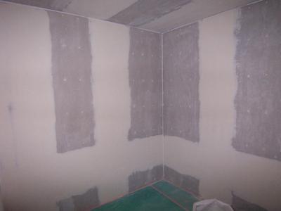 防音室塗装下地のパテ処理