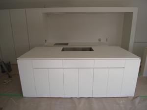 真っ白な特注キッチン