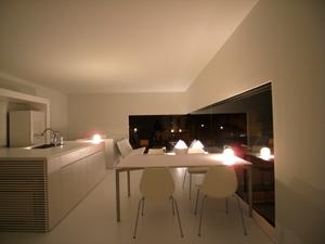 印旛のスタジオのリビング夜景