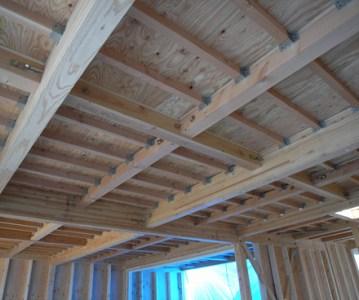 屋根下地 が完了。垂木のグリッドがとても美しい | 川口の白い家