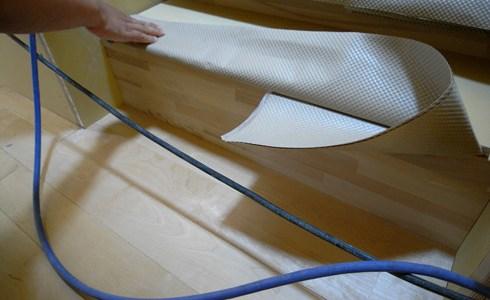 カバのフローリングと集成材の階段
