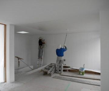 塗装工事により部屋が真っ白の空間に様変わり | 川口の白い家