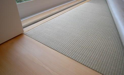ヒノキの地板と縁無し畳