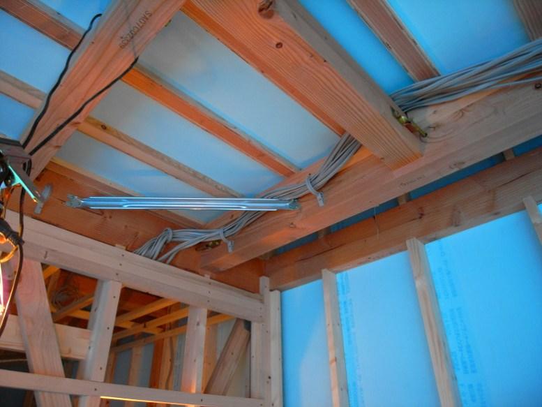 天井内の電気配線