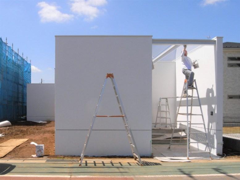 玄関ポーチ屋根の塗装作業