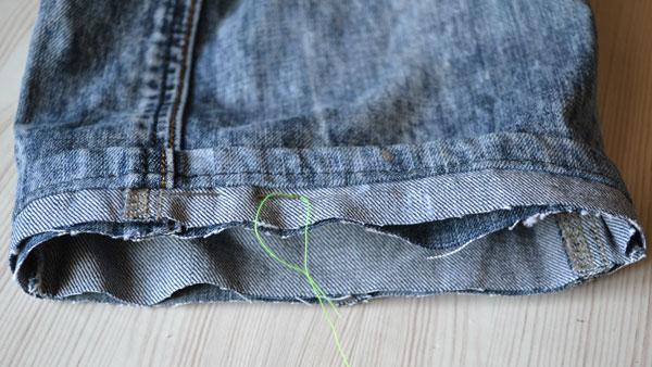 Как обрезать джинсы с сохранением фабричного шва подгибки