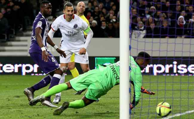 France Psg Sits Atop Ligue 1 After 3 1 Win Over Toulouse