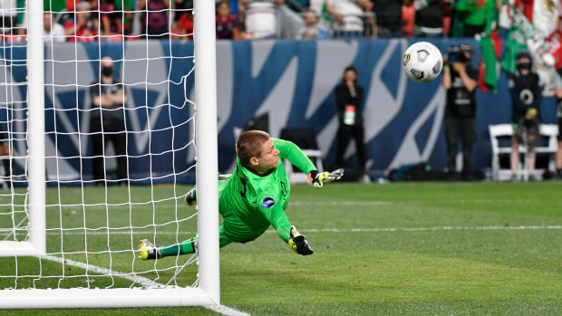 Ethan Horvath saves Andres Guardado's penalty in the USA's win over Mexico