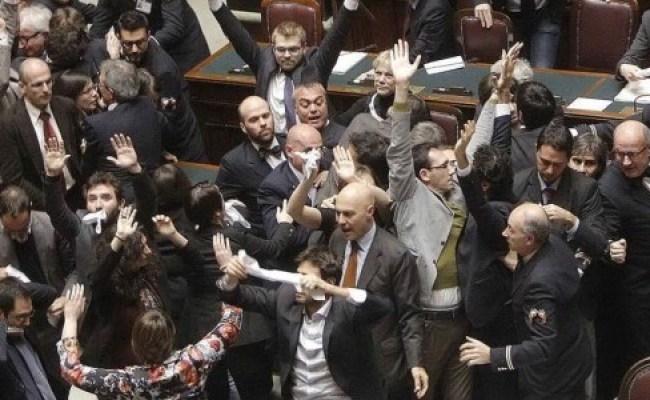 Disordini Alla Camera In Arrivo Le Sanzioni La