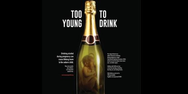 Alcol e gravidanza la campagna choc FOTO  Feti in bottiglia contro le madri che bevono  Si24