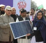 Shahbaz Sharif distribute Solar Home Systems in Bahawalpur (1)
