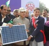 Shahbaz Sharif distribute Solar Home Systems in Bahawalpur (20)