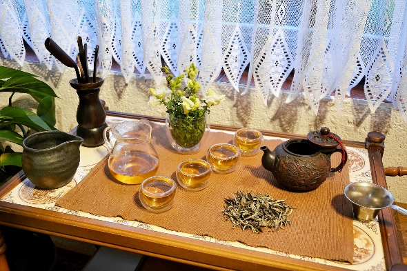 Ancient Tree White Moonlight White Tea from Yunnan's ancient tea trees - Chinese Gong Fu Cha Style