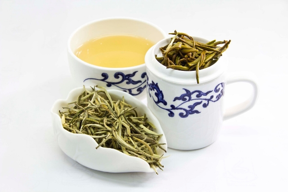 Doke Silver Needle White Tea - dry leaves, liquor, wet leaves after infusion