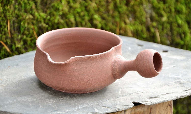 SiamTeas Signature Yuzamashi - Japanese water cooling vessel used with green tea preparation, handmade from coarse red clay according to SiamTeas specifications