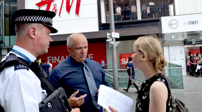 Sian Berry speaks to police during trials of facial recognition technology