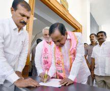 TRS Chief and Chief Minister K Chandrashekar Rao addressing Telangana Rashtra Samithi Legislature Party at TG Bhavan in Hyderabad