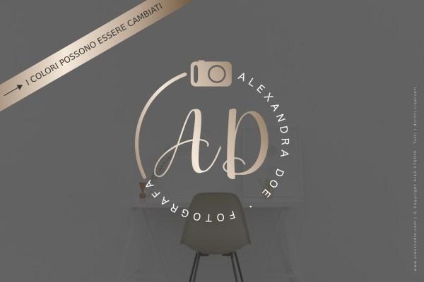 """Logo design per fotografi """"Alexandra"""" con macchina fotografica e iniziali"""