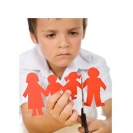 Si reagojne femijet pas divorcit te prinderve.Keshilla psikologjike. tutoriale shqip