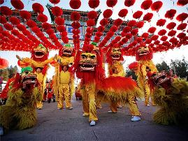 Si festohet viti i ri ne vende te ndryshme te botes. Tradita te ndryshme. shqiperi kine