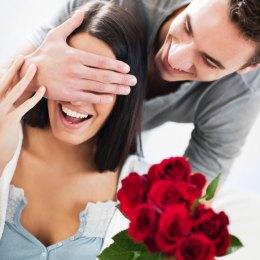 Ide romantike Si te surprizoni njeriun tuaj te zemres , te dashuruar
