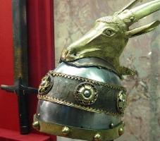 Perkrenarja, Helmeta e hyjnorit GJERGJ KASTRIOTI. Simbolet e tyre. Mitoligjia Filozofi