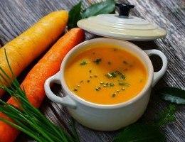 Supe e shpejte dhe e shendetshme. Receta gatimi. karota, patate, kos