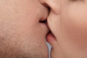 Efektet e puthjes Ndjesite qe vetem puthjet arrijne ti japin. Efektet e puthjes