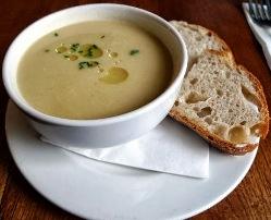 Supe kosi e thjeshte dhe e shijshme. Receta gatimi.