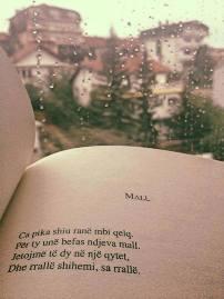 """Analizë e poezisë """"Mall"""" të Ismail Kadaresë"""